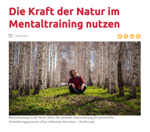 Die Kraft der Natur im Mentaltraining nutzen - Frau im Wald